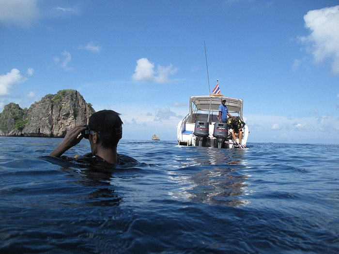 Diving the beautiful reefs around koh lanta indie traveller - Dive and relax koh lanta ...