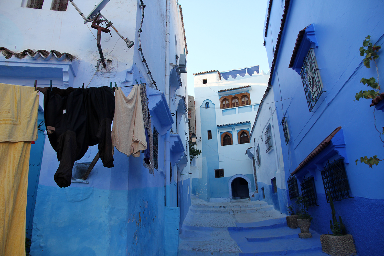 Morocco Travel Guide Map Highlights Travel Tips - Old town morocco entirely blue